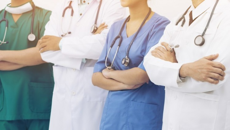 Heteken belül megkapják a pluszjuttatást az egészségügyi dolgozók