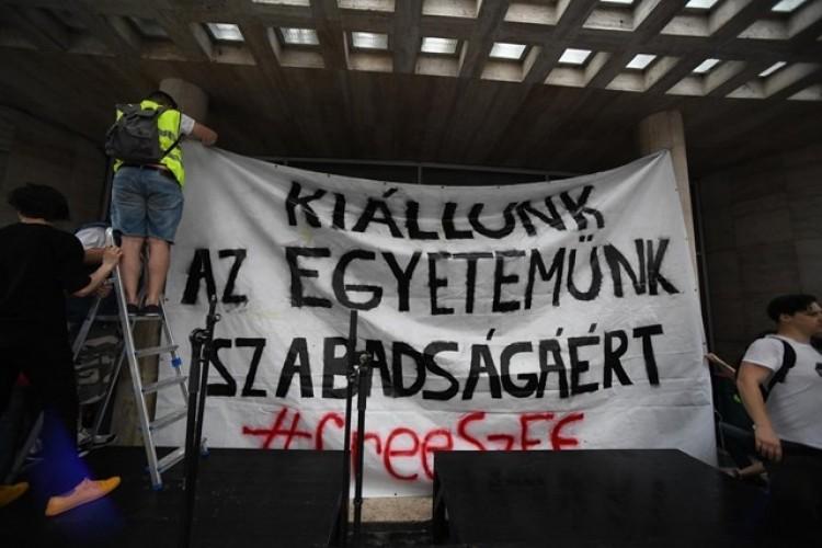 Tiltakoznak az egyetem átalakítása ellen a Színművészeti diákjai