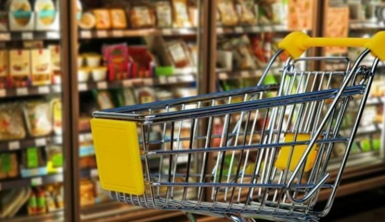 Hivatalos: eltörölték az idősek vásárlási idősávját
