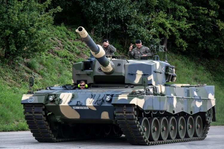Érkezőben a magyar harci leopárdok