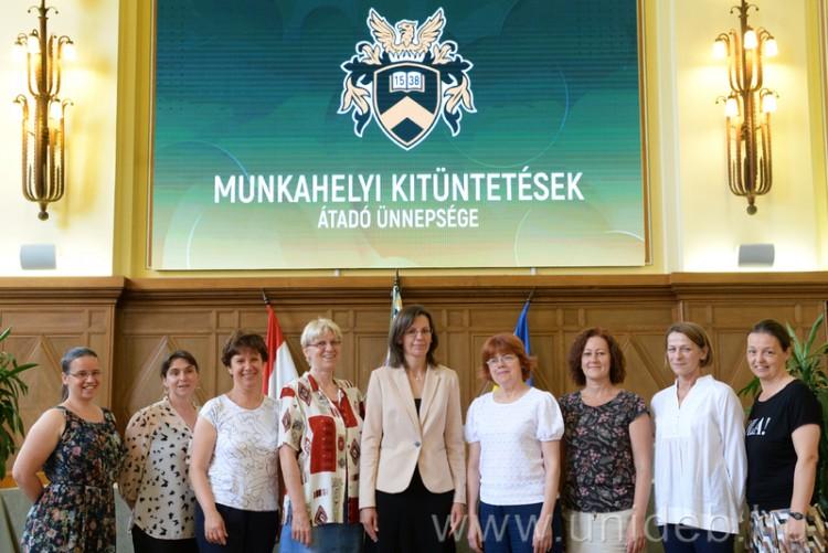 Több mint száz munkatársának nagyon hálás a Debreceni Egyetem