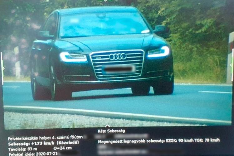 Audi, Mercedes és Porsche vezetője bukott le a 4-es hajdú-bihari szakaszán