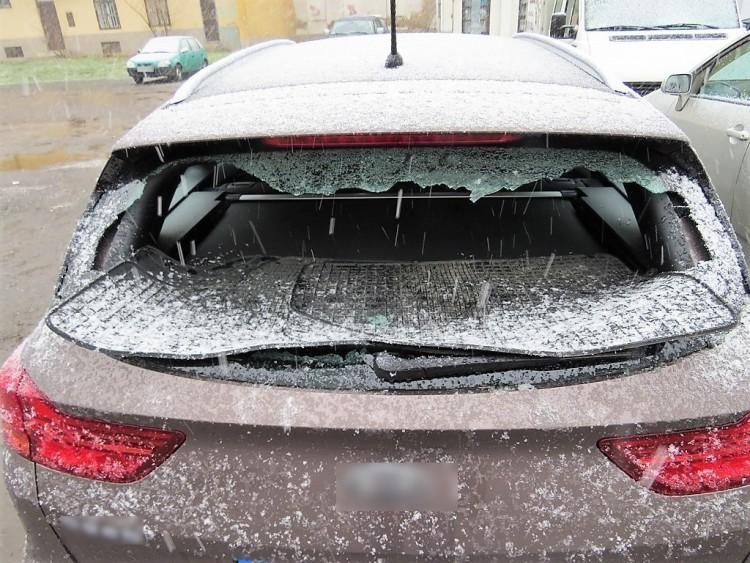 Beverte a szélvédőt Debrecenben, mehet a bíró elé