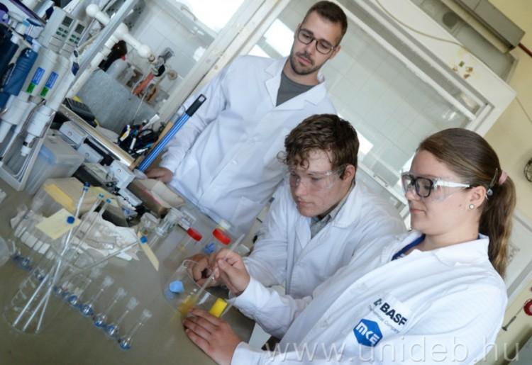Tudományos tábort szervez középiskolásoknak a Debreceni Egyetem