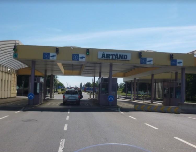 Óriási a forgalom Ártándnál: terelni kell
