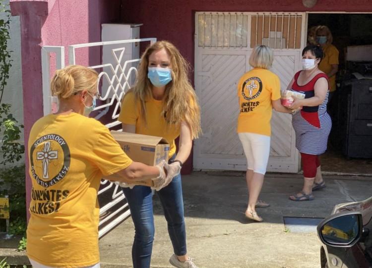 Szcientológusok vittek segítséget Berettyóújfaluba