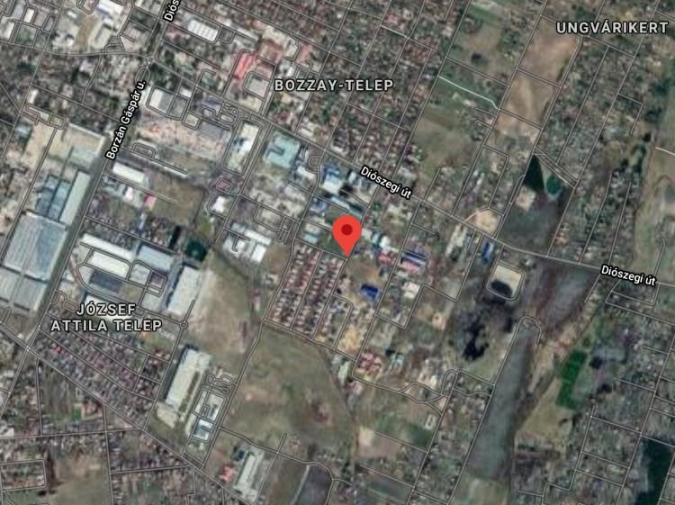 Kerti slaggal oltották el az épülettüzet Debrecenben