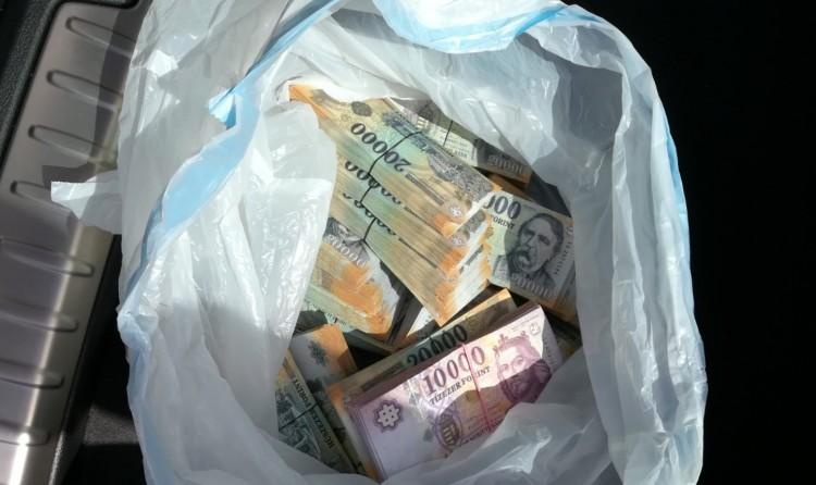 60 millió forintot utaltak el egy nő bankszámlájáról