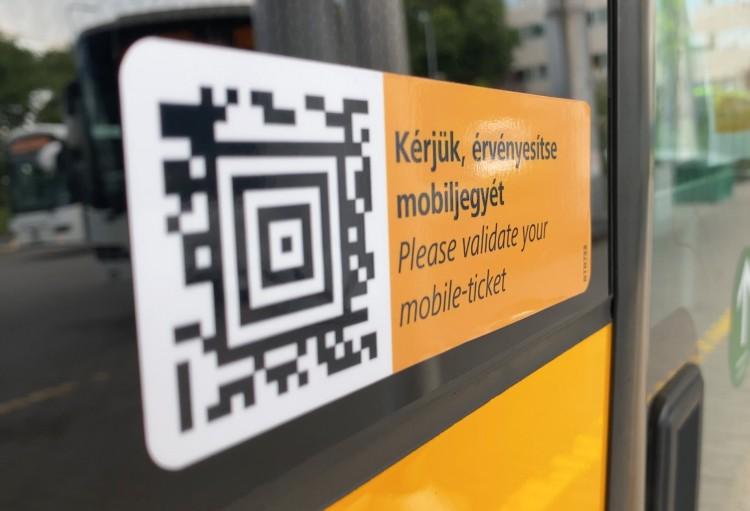 A Volánbusz kedvezményt ad a mobilon vett jegyekre
