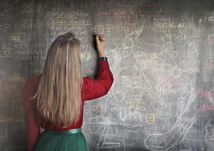 A szakember szerint szűrni kellene a tanárokat