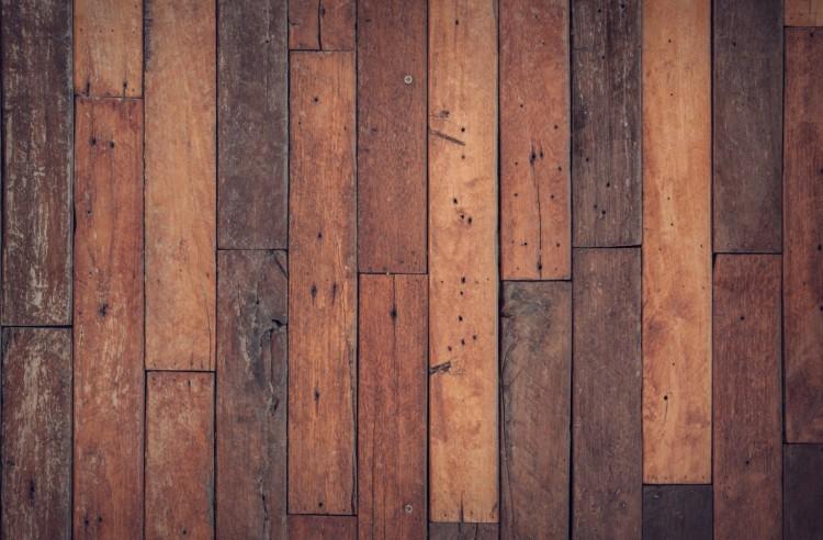 A pincébe szakadt a padló egy debreceni lakásban
