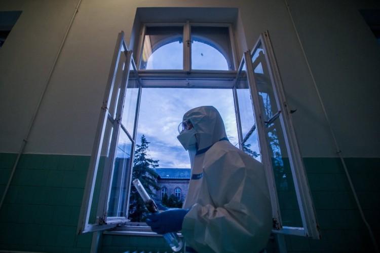 Szerbiában egyre több a fertőzött, a kórházak majdnem megteltek