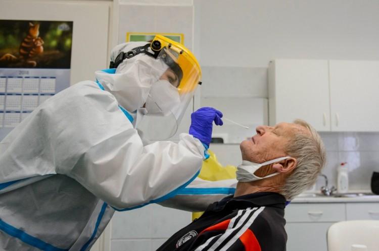 40 ezer forintért végeznek koronavírus-tesztet a berettyóújfalui kórházban