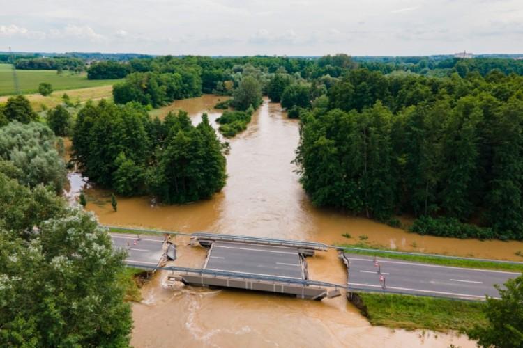 Drámai felvételek: leszakadt a híd Somogyban
