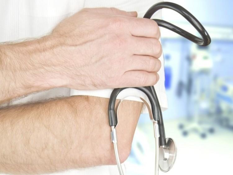 Ismét praktizálhatnak a 65 évnél idősebb orvosok