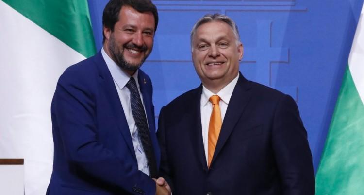 Szijjártó szerint Salvini kitüntetést érdemelne