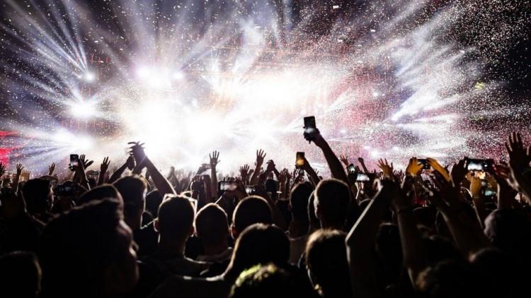 Újabb milliárdokat kap a kormánytól a zeneipar