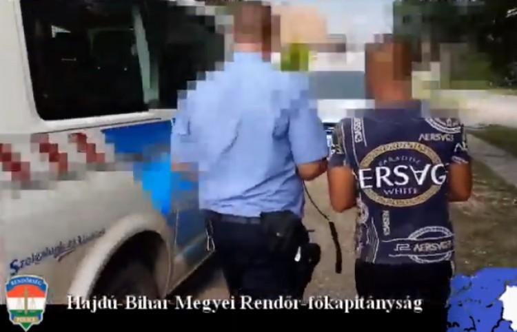 Idős férfit fosztott ki Pocsajban, társa a kocsiban várta