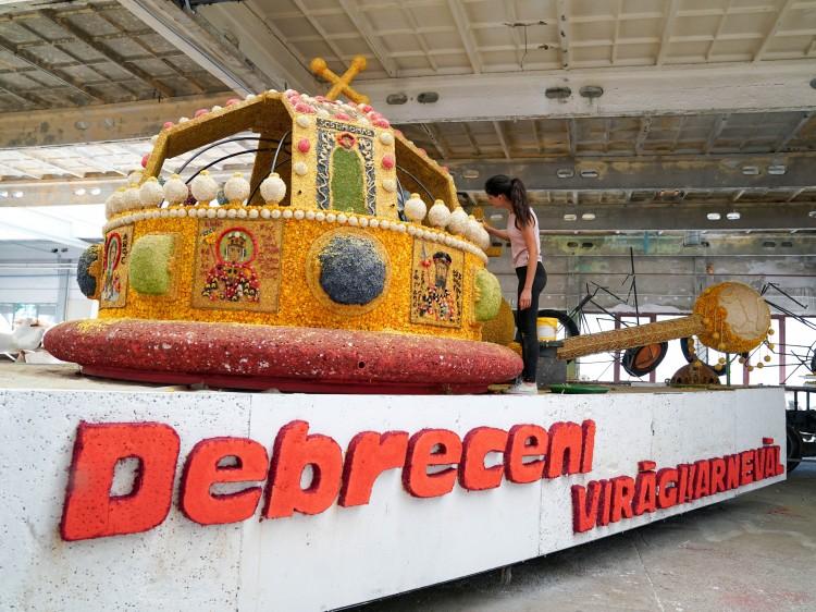 Az összetartozást fogja szimbolizálni Debrecen virágkocsija