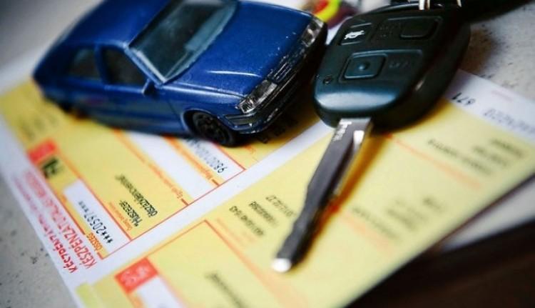 Kötelező biztosítás: korlátoznák az önkényes díjszabást
