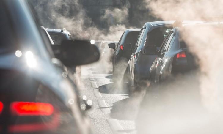 Akció Debrecenben! A füstölő autókat kiselejtezik az utakról