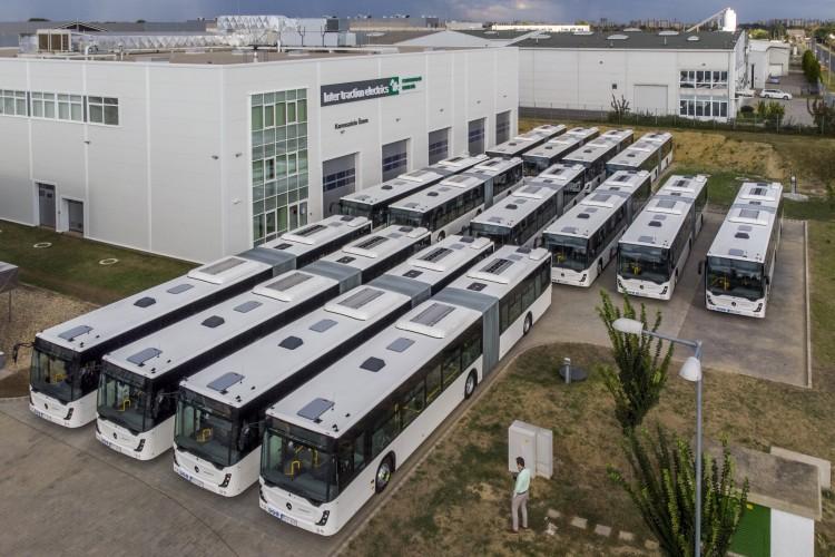 Új buszokat adtak át a Volánbusznak Debrecenben