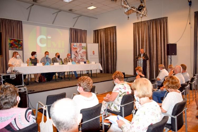 Első kézből kaptak tájékoztatást a civilek Debrecenben