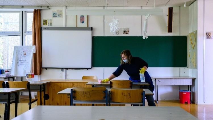 A tanárok lázát is mérni fogják