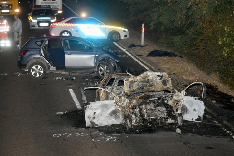 Kigyulladt egy autó, egy ember meghalt Debrecen közelében