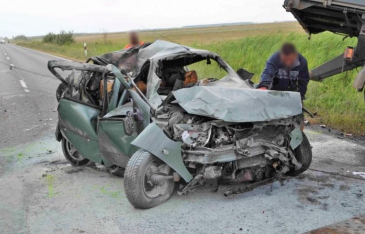 Álló autóba rohant – leültetik a derecskei sofőrt