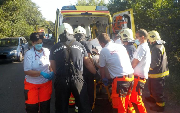 Újoncok segítettek a súlyos ebesi balesetnél