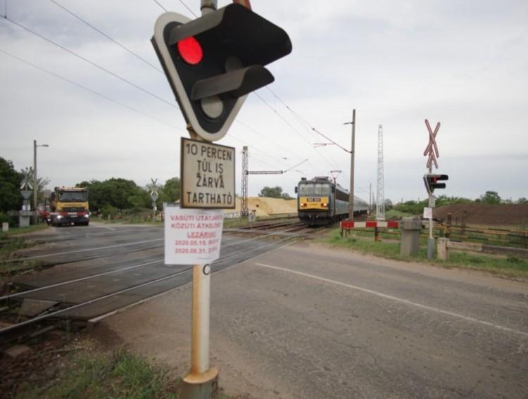 Nyílik a Vértesi úti vasúti átjáró!