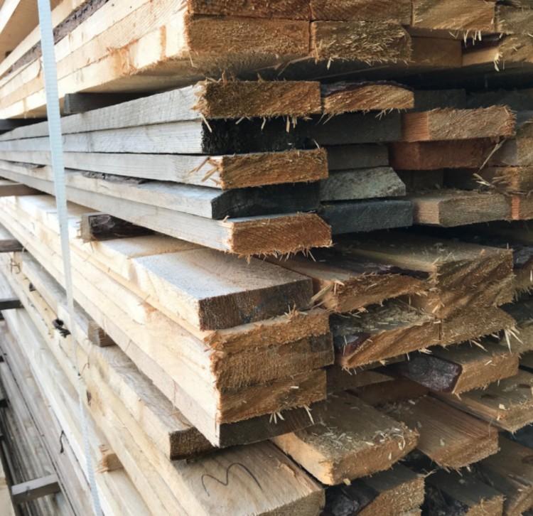 Több személynek is eladta ugyanazt a faanyagot