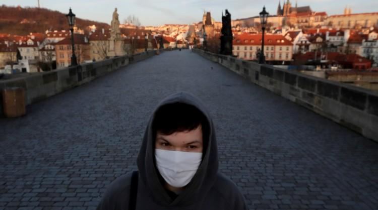 Szinte drámai a vírushelyzet a cseheknél