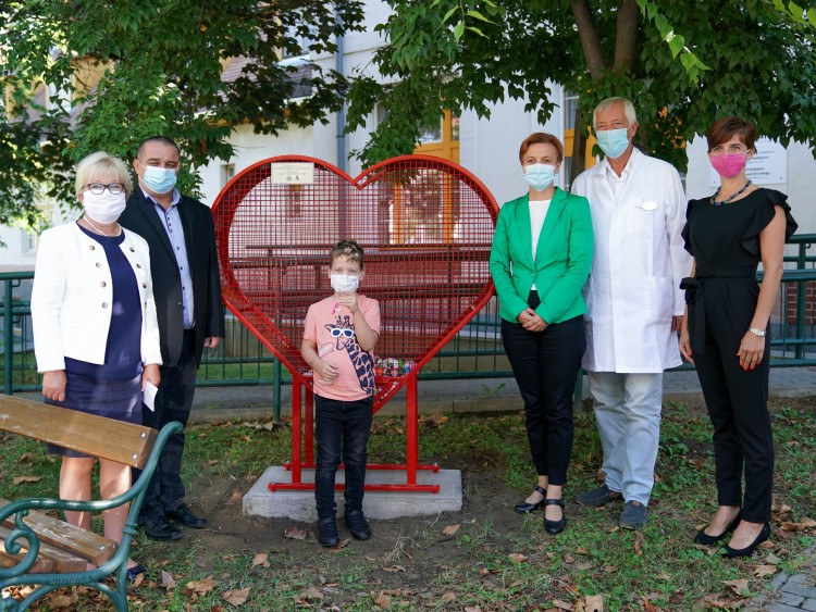 Beteg gyermekeknek gyűjtenek kupakokat a debreceni klinikán