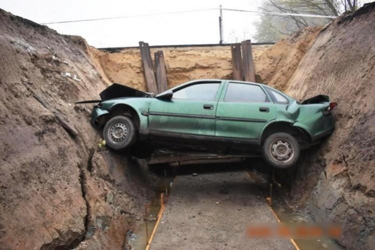 A mélybe zuhant egy autós Debrecennél