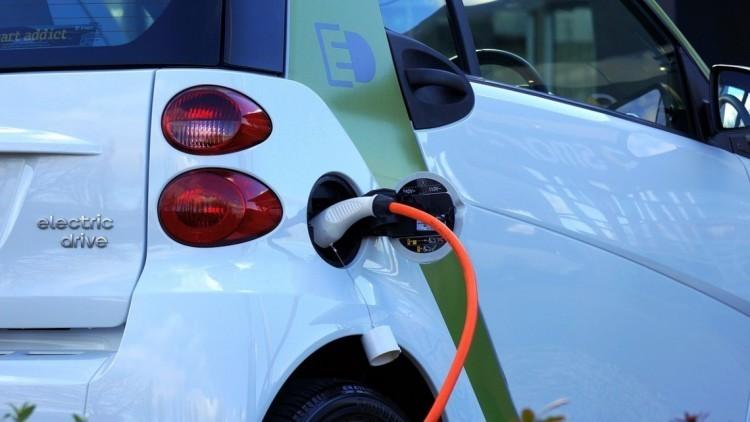 A kormány újabb milliókkal támogatja az elektromosautó-vásárlást