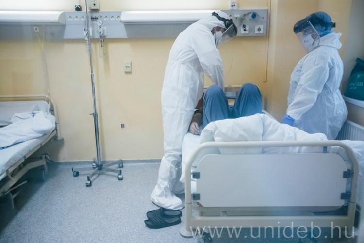Koronavírus: újabb gyógyszervizsgálatok kezdődtek Debrecenben
