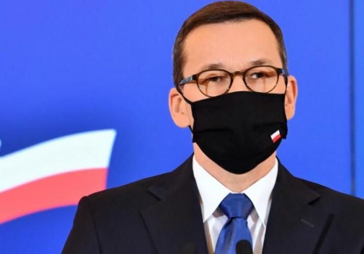 Lengyelország bezár