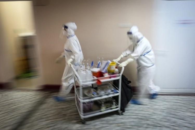 Lengyelországban ideiglenes kórházakat állítanak fel