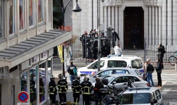 Terror: három embert késelt halálra egy iszlamista a nizzai bazilikában