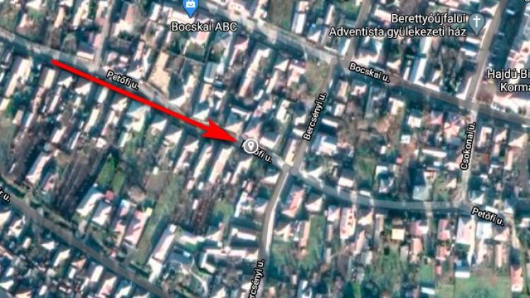 Kigyulladt egy épület tetőszerkezete Berettyóújfaluban