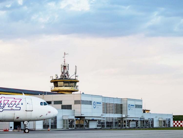 Segít a kormány a debreceni repülőtér újraindításában