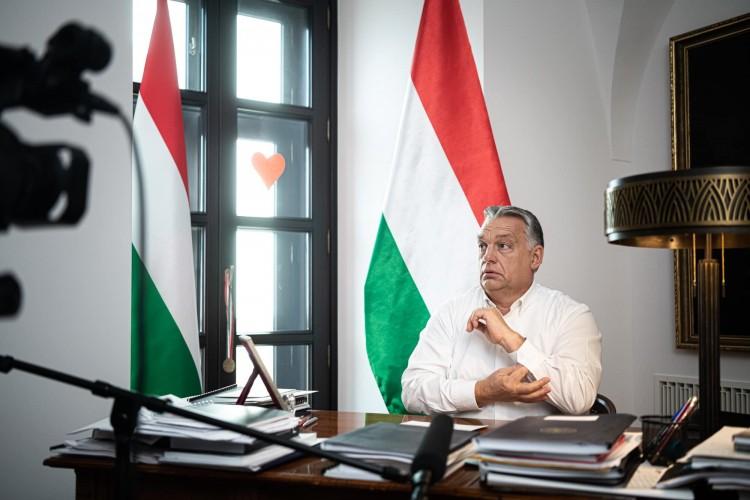 Orbán bejelentette: az idősek védett idősávban vásárolhatnak