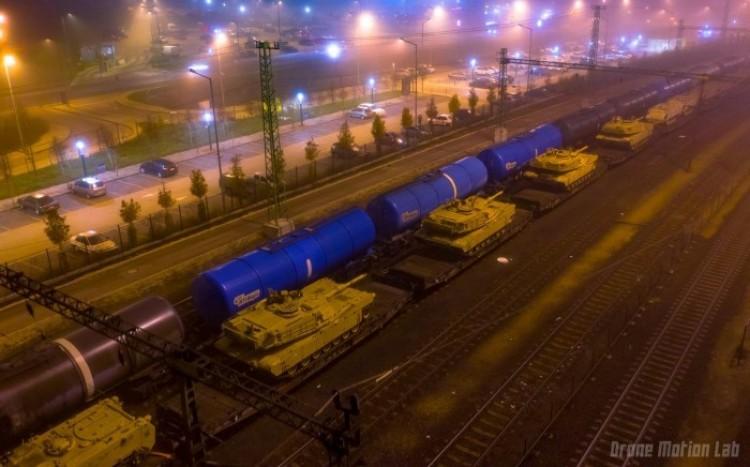 Keletre tarthattak az amerikai tankok