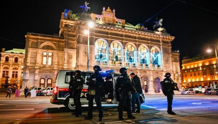Terror Bécsben: Szijjártó szerint az európai életforma áll támadás alatt