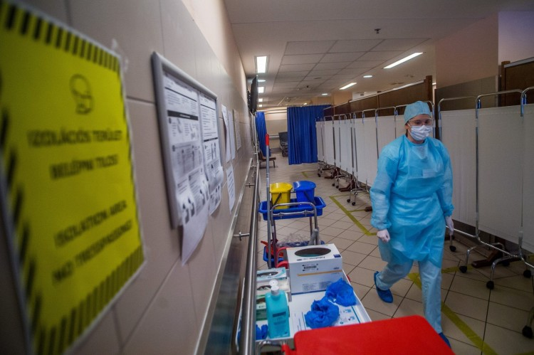 Az októberi halálozásokon már látszik a koronavírus-járvány