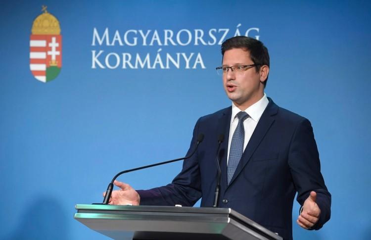Döntött a magyar kormány: maradnak az eddigi intézkedések