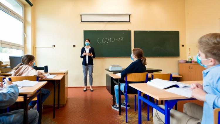 Tízezer tanár még nem kapta meg az ígért, félmilliós juttatást
