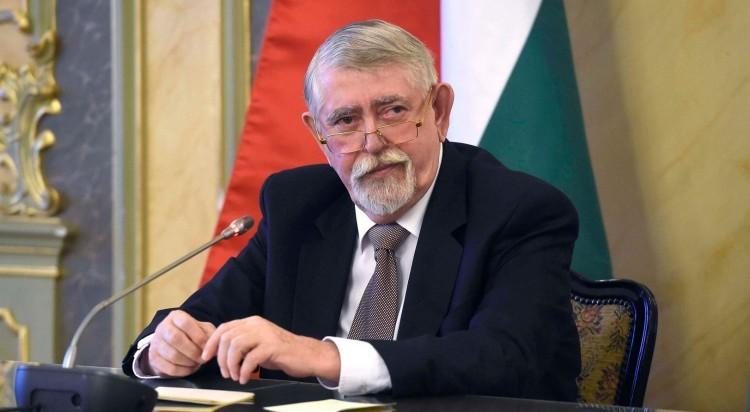 Kásler: 2021 elején lehet vakcina Magyarországon